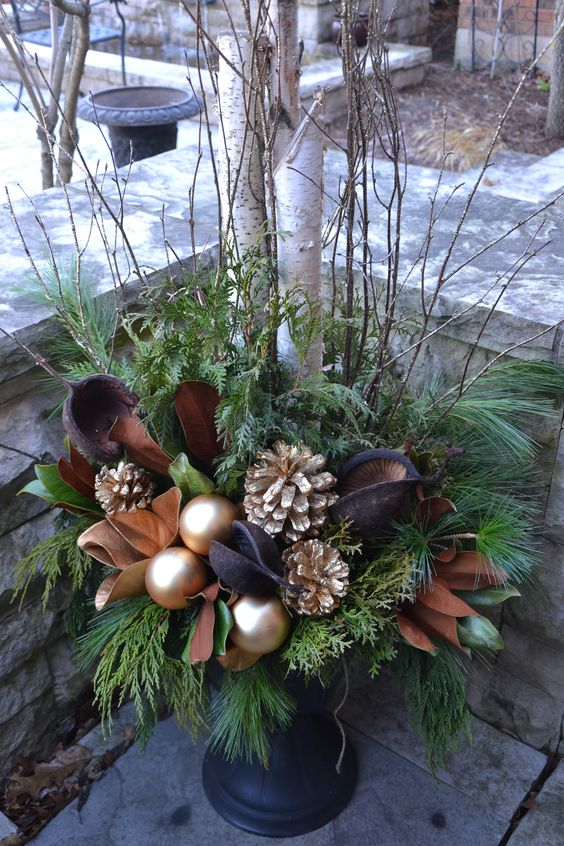 03-a-chic-brown-and-gold-Christmas-urn-with-leaves-ornaments-and-gilded-pinecones