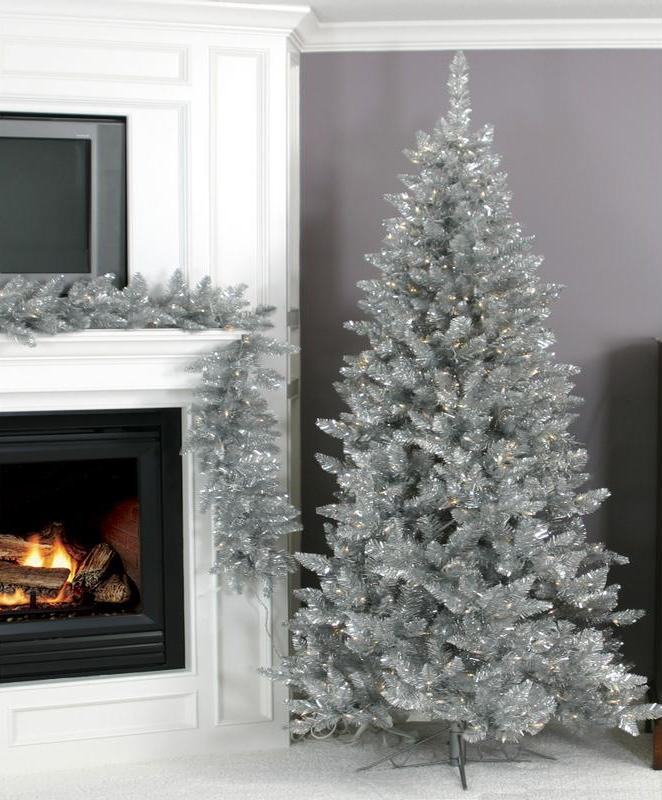 04-add-a-corresponding-silver-garland-to-echo-with-your-cool-tree