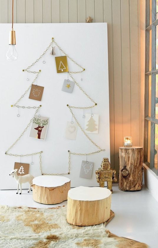 04-chain-shaped-Christmas-tree-with-cards-hanging