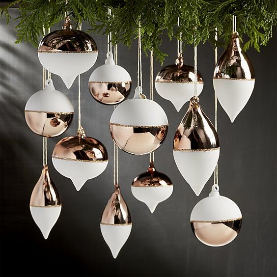 04-copper-and-white-is-a-very-elegant-combo-for-decorating-winter-holiday-spaces