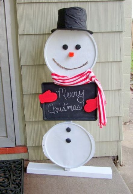 04-easy-DIY-snowman-using-recycled-pizza-pans-and-a-cookie-sheet