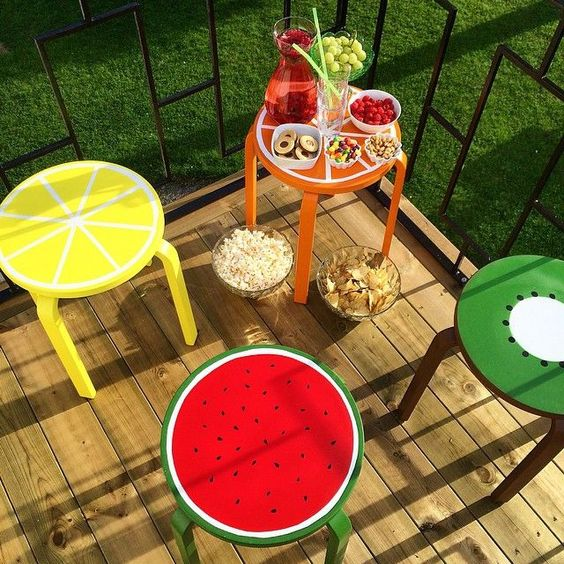 05-cheerful-fruit-hacks-for-Frosta-stools-are-ideal-for-the-summer-parties