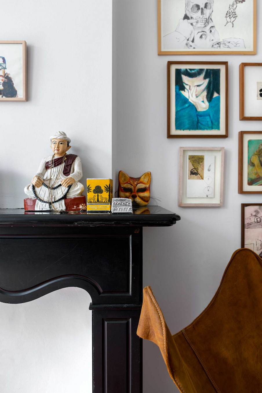07-The-artist-owner-made-the-home-personalized-using-his-own-artworks