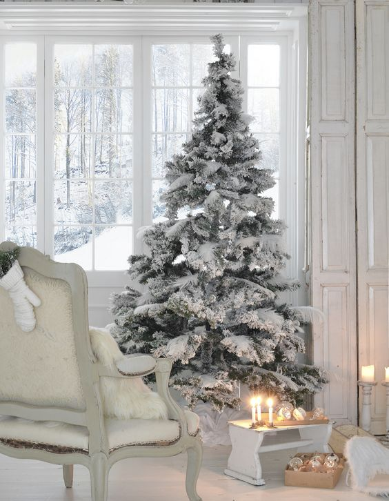 07-flocked-tree-with-no-decor-is-ideal-for-a-white-or-neutral-interior