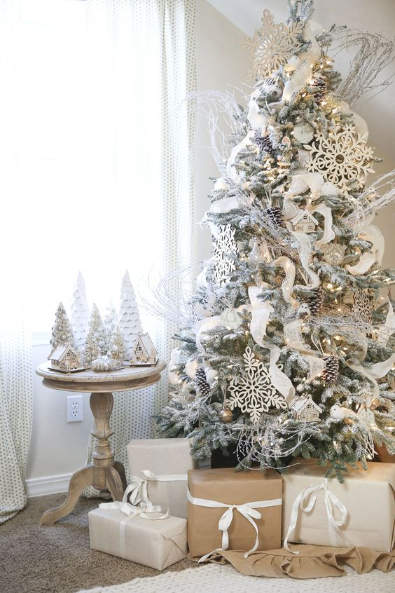 08-a-flocked-tree-decorated-in-white-and-gold-with-large-snowflakes-and-snowy-pinecones