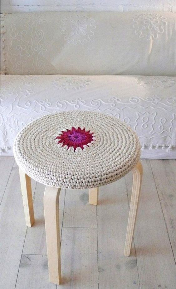 08-crocheted-Frosta-stool-cover