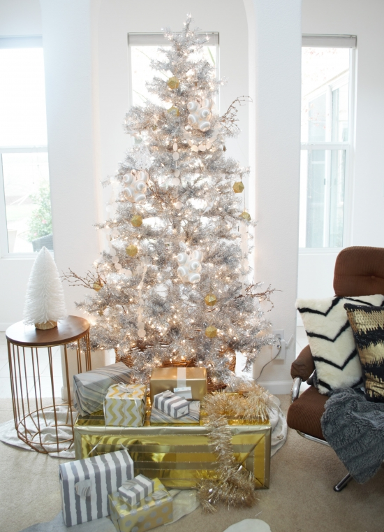 09-metallic-decor-ideas-a-silver-tree-with-gold-and-white-ornaments-and-gift-boxes-wrapped-with-gold-and-silver