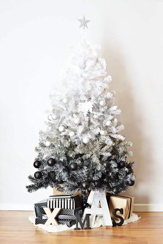 09-ombre-black-and-white-tree-with-corresponding-glitter-ornaments