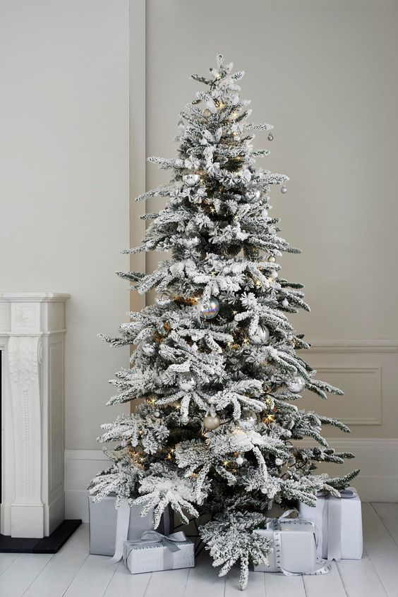 10-Alaskan-fir-tree-with-silver-ornaments-looks-very-modern-and-chic