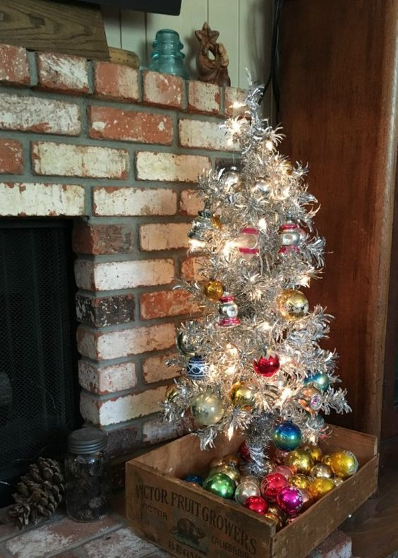 10-aluminum-Christmas-tree-with-bold-vintage-ornaments-and-ornaments-displayed-in-the-crate