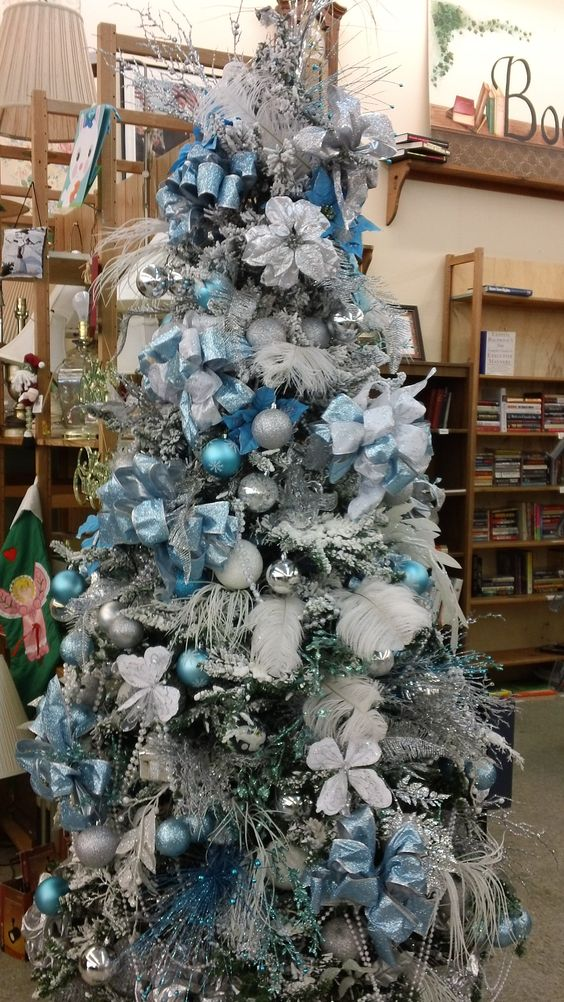 10-blue-silver-and-white-Christmas-tree-decor