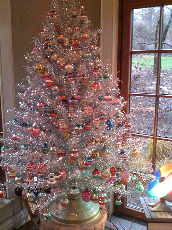 11-a-vintage-tree-with-multiple-colorful-ornaments