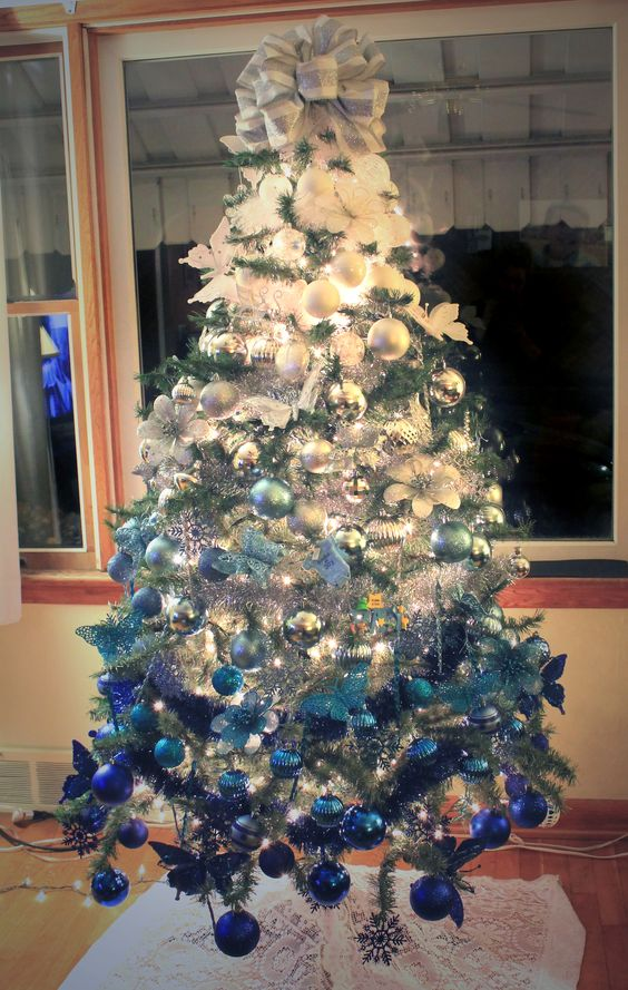 13-ombre-white-to-royal-blue-Christmas-tree