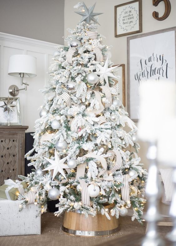14-elegant-tree-decor-in-white-silver-and-pearl