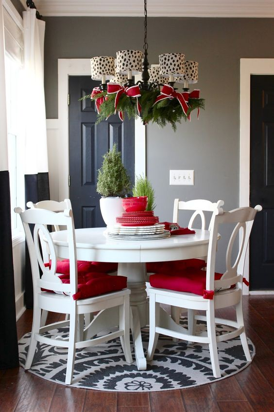 15-evergreen-branches-and-red-and-white-bows