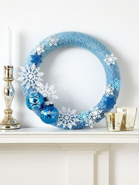 17-a-blue-an-white-Christmas-wreath-with-snowflakes-and-ornaments