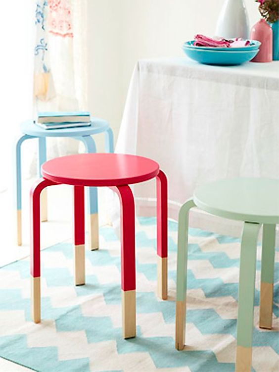 17-spruce-up-IKEA-Frosta-stools-with-bold-colors-using-color-block-technique