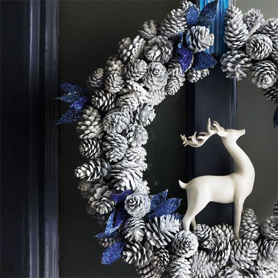 19-a-snowy-pinecone-wreath-with-a-deer-and-glitter-blue-touches