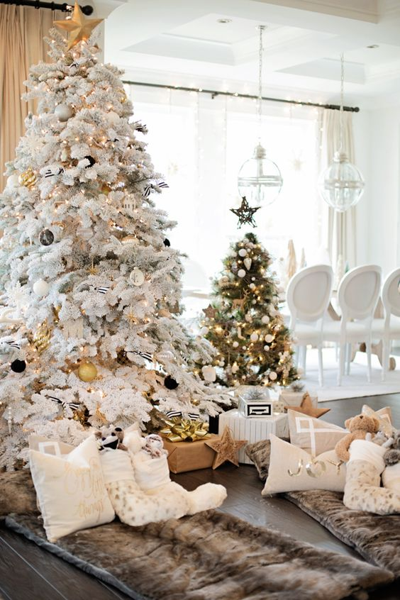19-flocked-tree-with-black-and-gold-ornaments