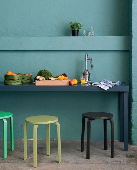 19-paint-the-stools-according-to-the-kitchen-colors