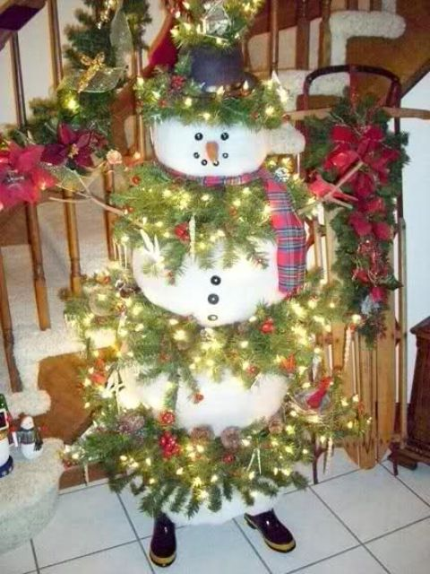 20-large-snowman-with-fir-branches-and-lights