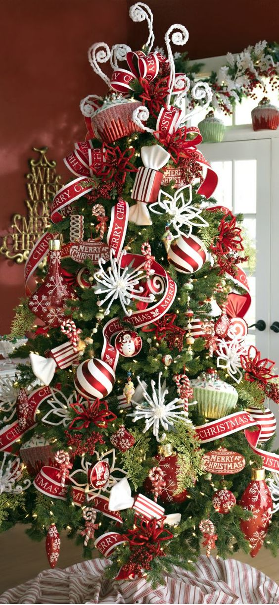 20-whimsical-red-and-white-Christmas-decorations