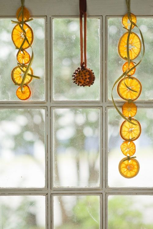 21-citrus-hangings-and-a-clove-that-will-give-your-home-holiday-scents