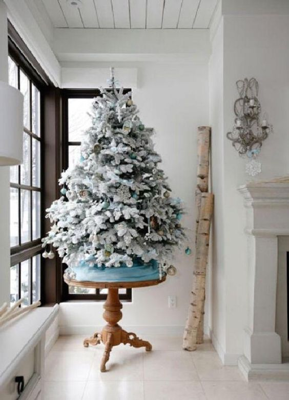 21-icy-blue-and-gold-ornaments-for-decorating-a-tree