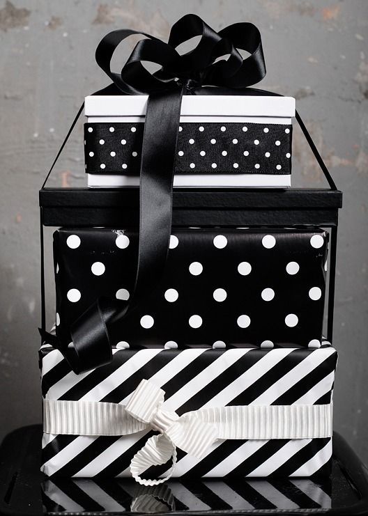 21-stripe-and-polka-dot-gift-wraps-are-pure-elegance
