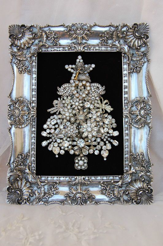 22-framed-Christmas-tree-of-vintage-brooches-will-be-a-nice-art-for-the-holidays