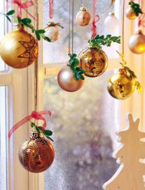 23-gilded-ornaments-decorated-with-greenery-twigs