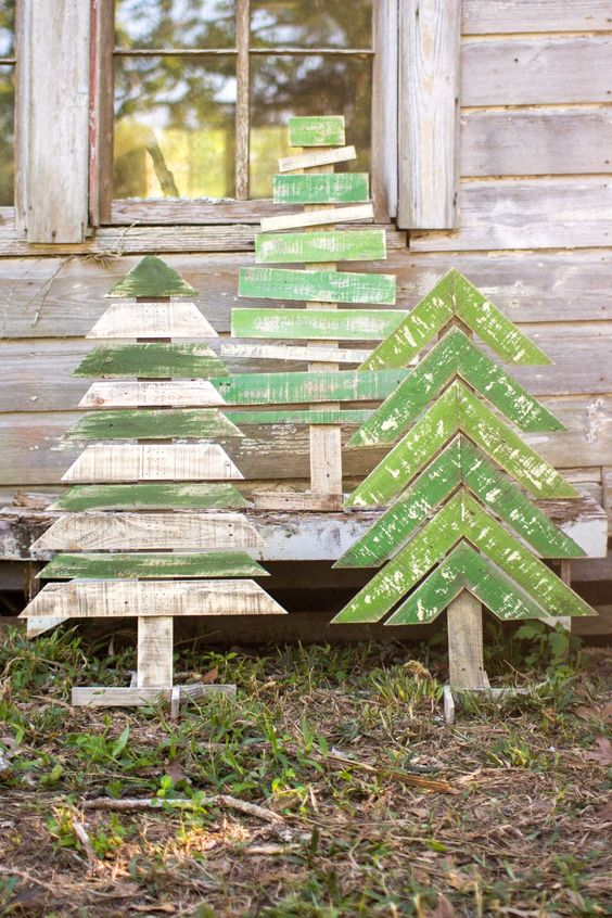 23-shabby-chic-simple-Christmas-trees-in-green