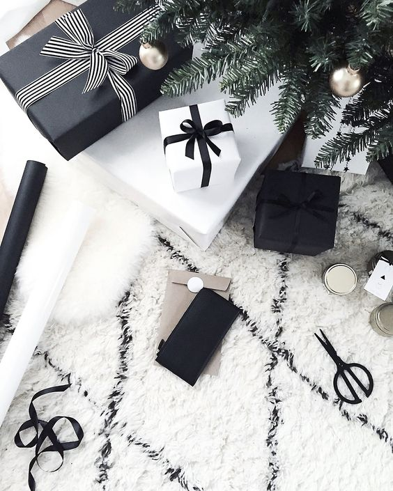 23-simple-black-and-white-gift-wrappings