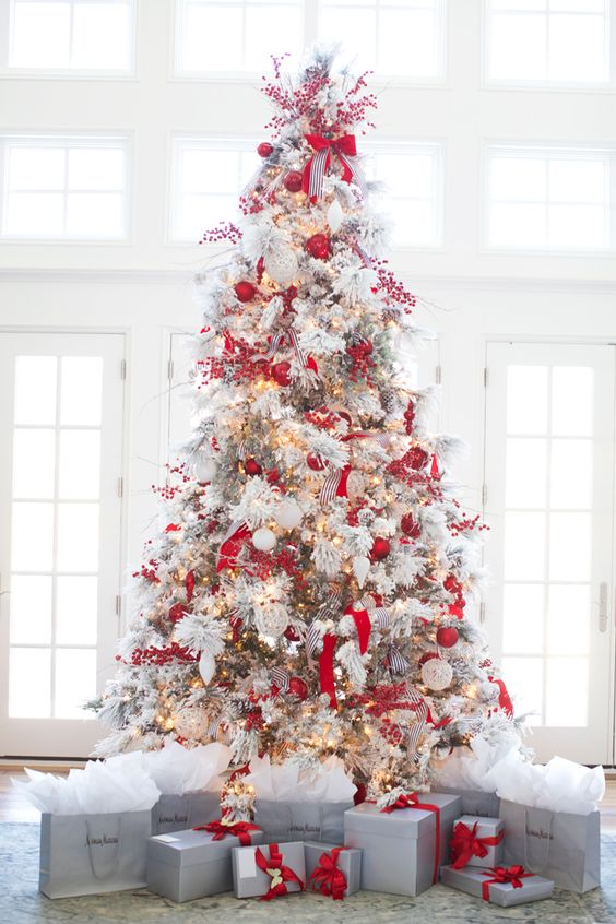 25-red-and-white-Christmas-tree-decor-is-a-bold-solution-and-looks-rather-traditional