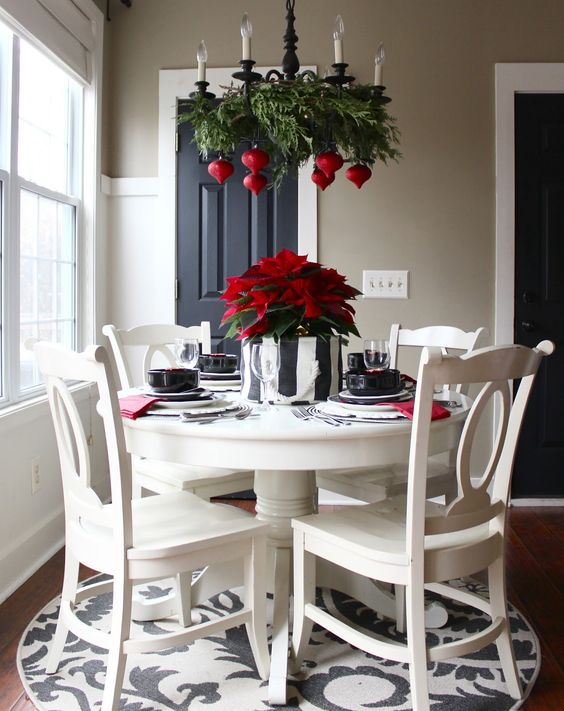 26-fern-branches-and-seeral-bold-red-ornaments-echo-with-a-green-and-red-centerpiece