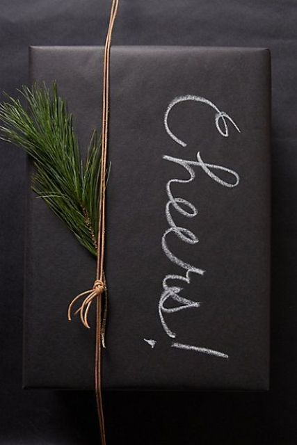29-chalkboard-gift-wrapping-with-evergreens-and-chalk-writing