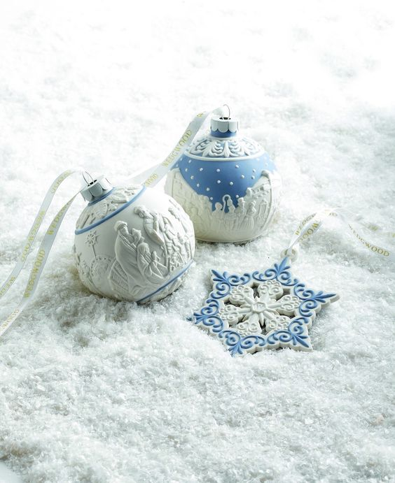 31-blue-and-white-Christmas-ornaments