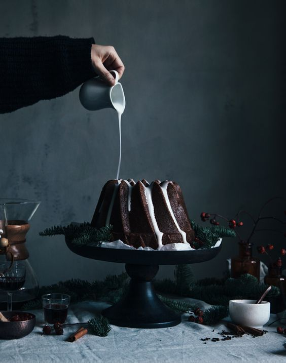 31-gingerbread-bundt-cake-with-lingonberries