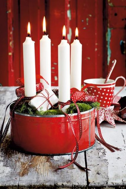 31-red-tin-filled-with-white-candles-moss-and-small-gift-packs