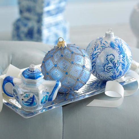 33-blue-white-ornaments-tree-ornaments-on-a-small-tray