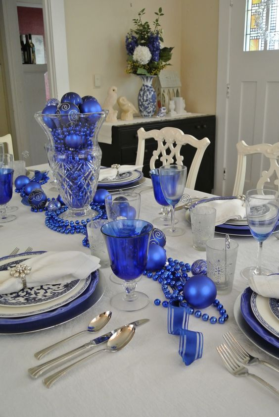 36-royal-blue-beads-ornaments-and-chargers-for-table-decor