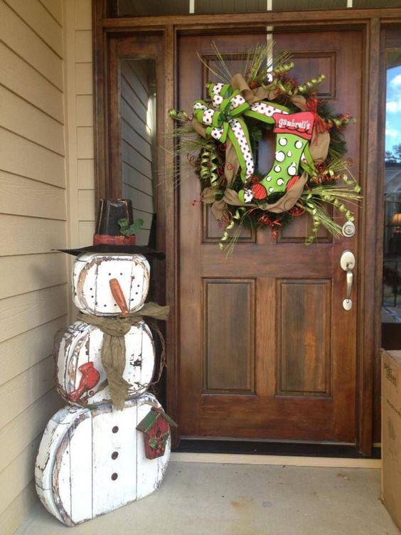 36-shabby-snowman-decoration-made-of-reclaimed-wood