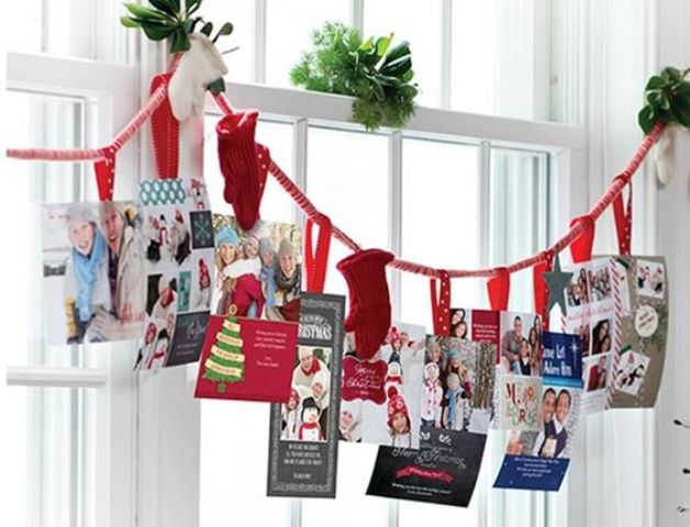 37-holiday-card-display-on-a-garland-with-mittens