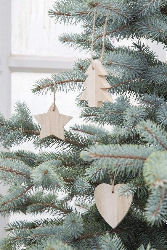 37-thick-wood-Christmas-ornaments