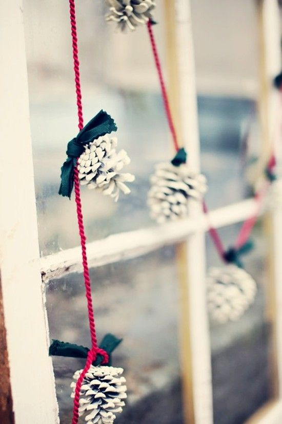 37-white-pinecones-on-red-strings-for-a-simple-and-eye-catchy-garland