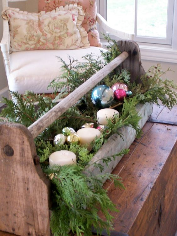 39-vintage-toolbox-repurposed-for-holiday-decor-with-fir-branches-candles-and-ornaments