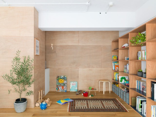 01-This-modern-Tokyo-apartment-was-renovated-by-Domino-Architects-and-the-design-turned-out-to-be-very-functional