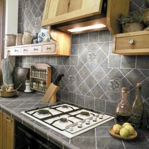 02-grey-porcelain-tiles-on-the-countertop-and-backsplash