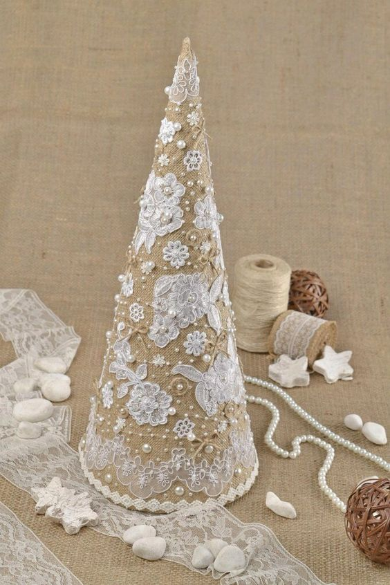03-burlap-lace-and-pearl-Christmas-tree-cone
