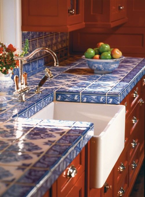 04-blue-chinoiserie-tiles-to-contrast-with-warm-colored-furniture
